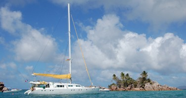 Rental Catamaran Alu Marine with a permit