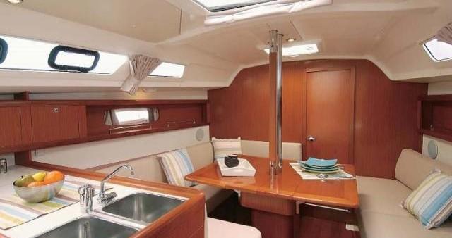 Rental Sailboat in La Rochelle - Bénéteau Oceanis 34
