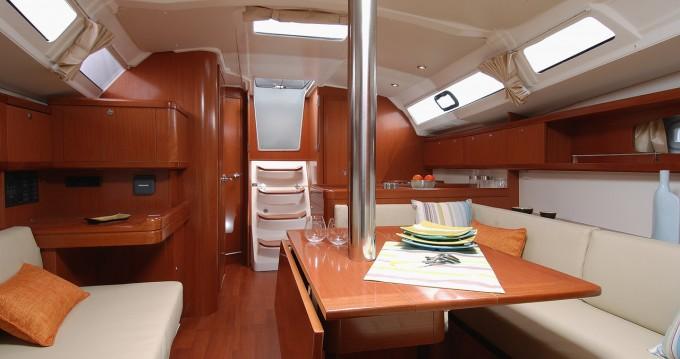 Rental yacht Hamble-le-Rice - Bénéteau Oceanis 37 on SamBoat