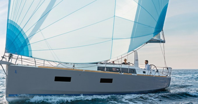 Bénéteau Oceanis 38.1 between personal and professional La Rochelle