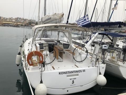 Rental yacht Lávrio - Bénéteau Oceanis 41.1 on SamBoat