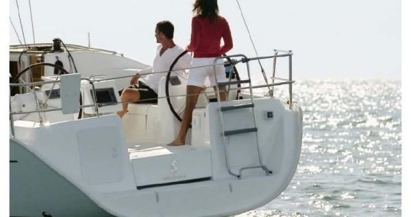 Rental Sailboat in Airlie Beach - Bénéteau Oceanis 43