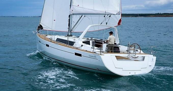 Bénéteau Oceanis 45 between personal and professional Alimos