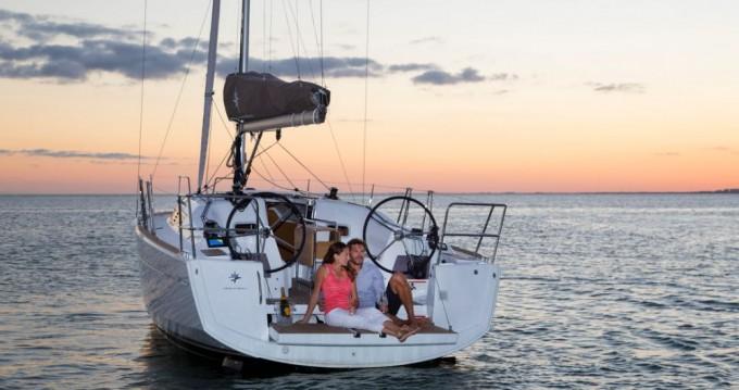 Rental yacht La Trinité-sur-Mer - Jeanneau Sun Odyssey 349 on SamBoat