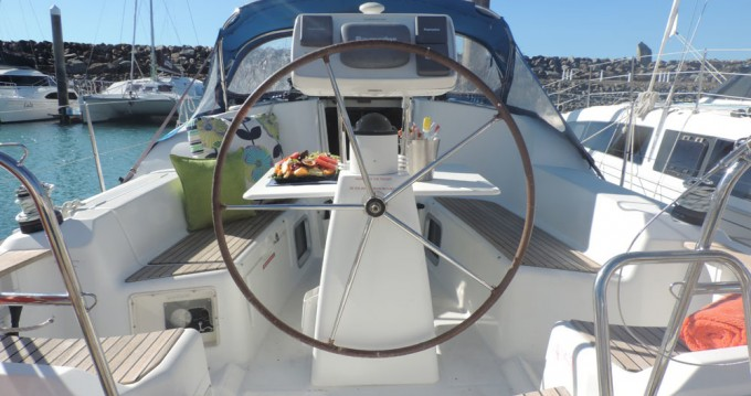 Hire Sailboat with or without skipper Jeanneau Airlie Beach