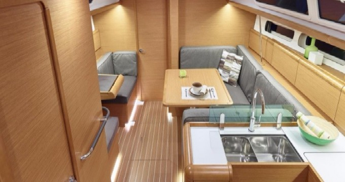 Jeanneau Sun Odyssey 419 between personal and professional Anse Marcel
