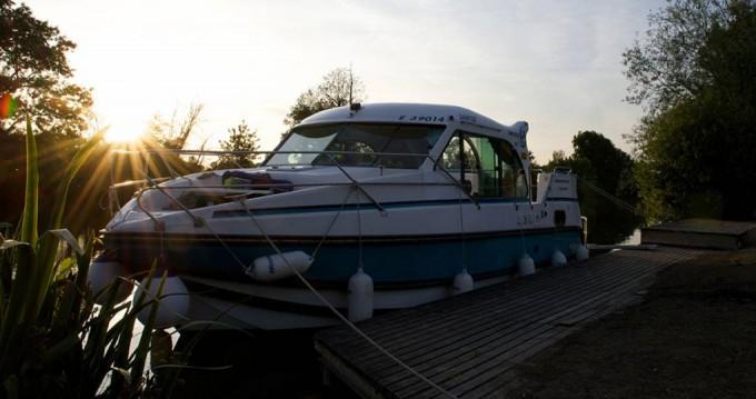 Rental Motorboat in Nevers -  Confort 900 DP
