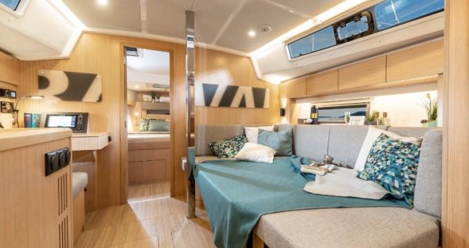Boat rental Volos cheap Bavaria C42