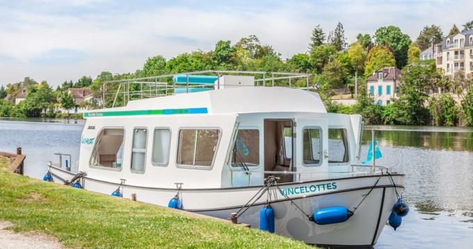 Boat rental Pénichette Evolution 950E in Göhren-Lebbin on Samboat
