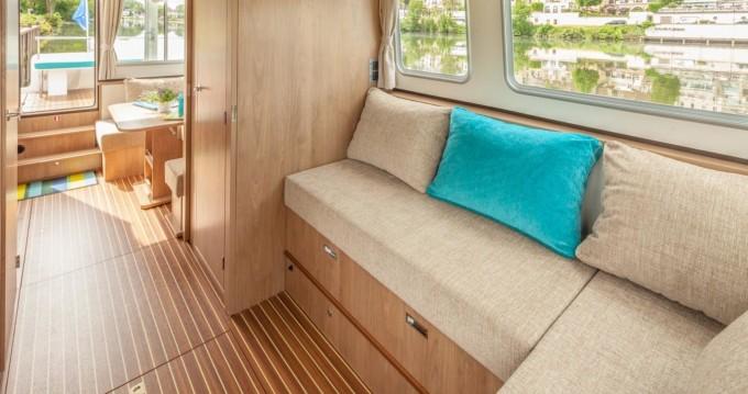Boat rental Lattes cheap 950E