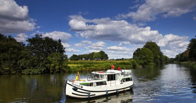 Rental Canal boat in Göhren-Lebbin - Pénichette Flying Bridge 1020 FB