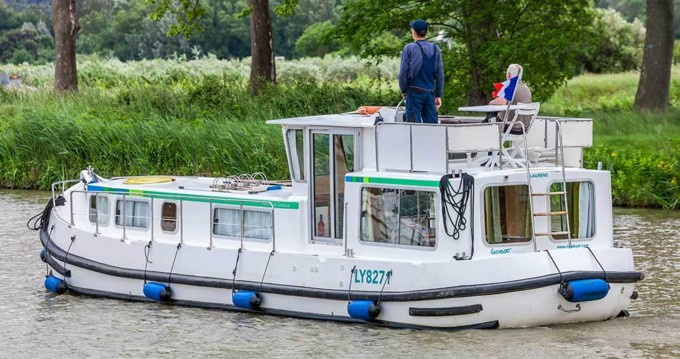 Boat rental Pénichette Classique 1106 FB in Loosdrecht on Samboat