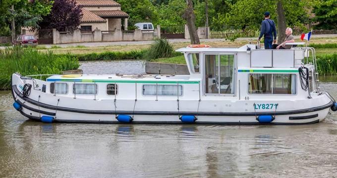 Boat rental Pénichette Classique 1106 FB in Lattes on Samboat