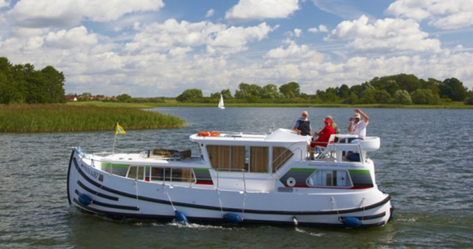 Canal boat for rent Göhren-Lebbin at the best price