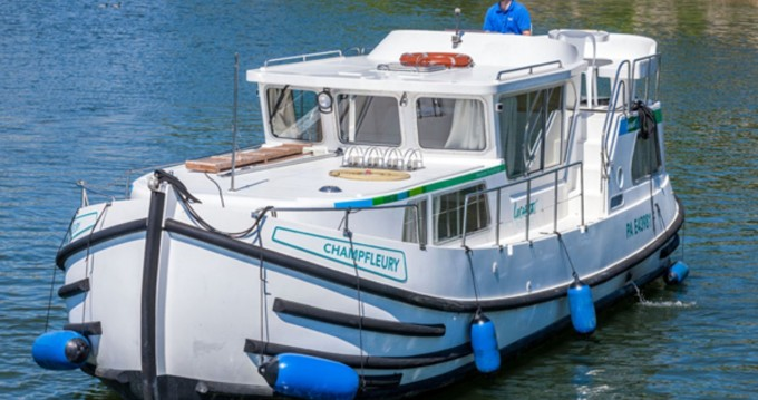 Rental Canal boat Pénichette Flying Bridge with a permit
