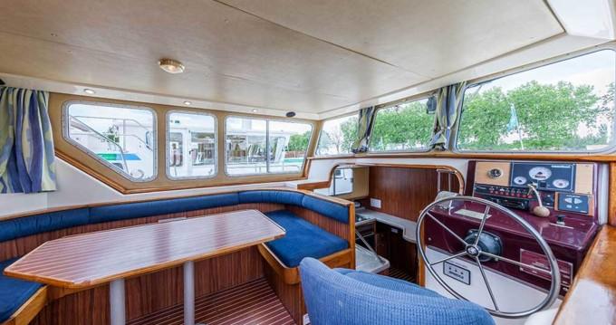 Rent a Pénichette Flying Bridge 1165 FB Corbigny