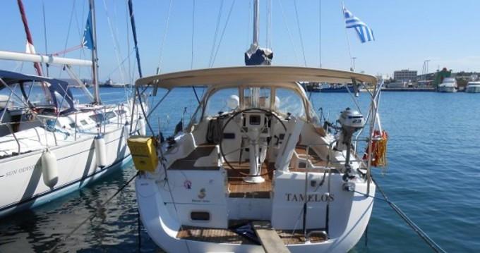 Boat rental Bénéteau Oceanis 37 in Lávrio on Samboat