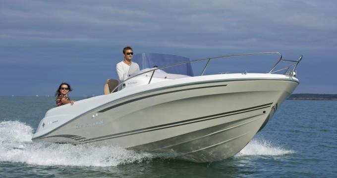 Boat rental Jeanneau CAP CAMARAT 6,5 CC Style in Juan-les-Pins on Samboat