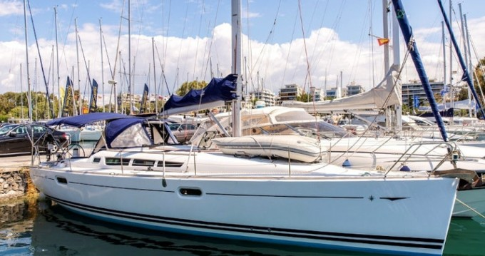 Jeanneau Sun Odyssey 42i between personal and professional Heraklion