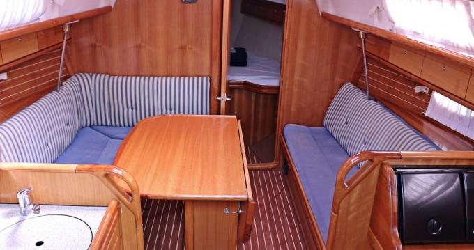Rent a Bavaria Bavaria 33 Cruiser Sukošan