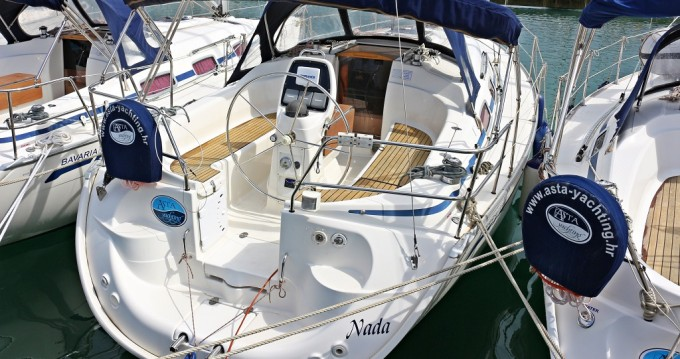 Boat rental Bavaria Bavaria 33 Cruiser in Sukošan on Samboat