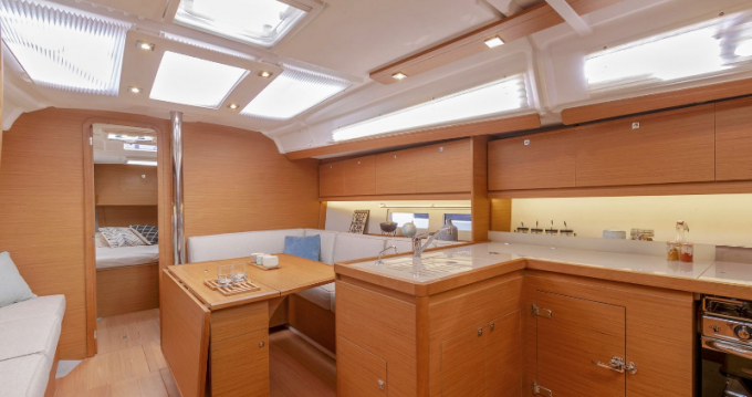 Rental Sailboat in Port du Crouesty - Dufour Dufour 390 Grand Large