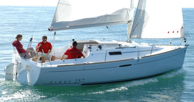 Rental Sailboat in Port du Crouesty - Bénéteau First 25.7