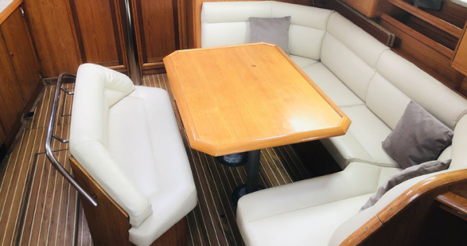 Jeanneau Sun Odyssey 45 between personal and professional Port du Crouesty