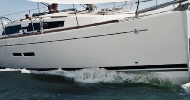 Dufour Dufour 375 between personal and professional Port du Crouesty