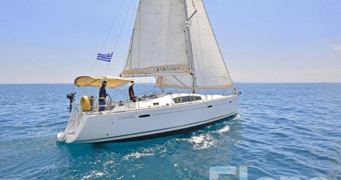 Bénéteau Oceanis 43 between personal and professional Alimos