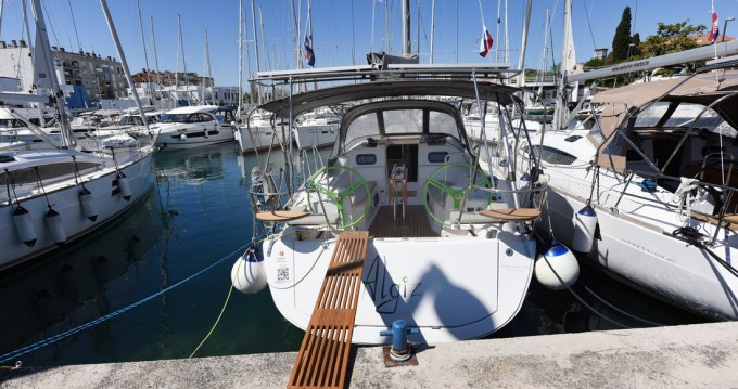 Hire Sailboat with or without skipper Elan Zadar