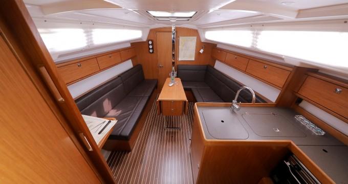 Rental Sailboat in Šibenik - Bavaria Cruiser 33