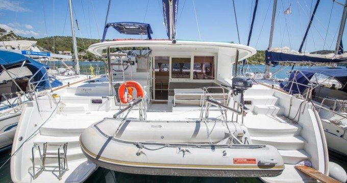 Boat rental Saint-Mandrier-sur-Mer cheap Lagoon 400 S2