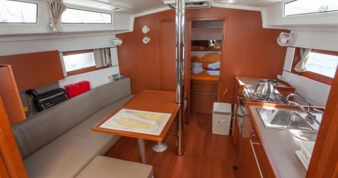 Boat rental Bénéteau Oceanis 38.1 in Seget Donji on Samboat