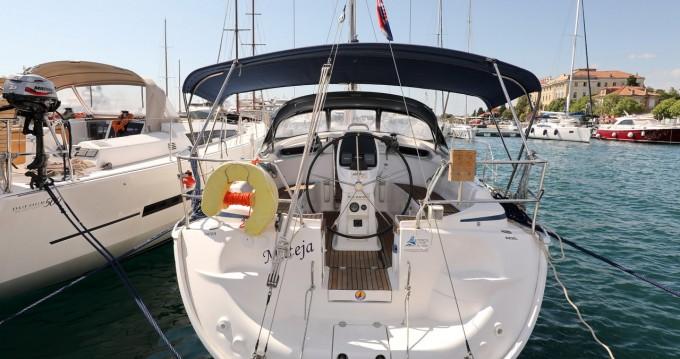 Boat rental Bavaria Bavaria 37 Cruiser in Zadar on Samboat