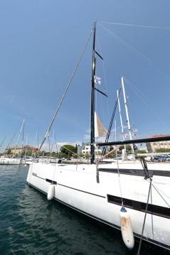 Boat rental Dufour Dufour 560 GL - 5 + 1 cab. in Zadar on Samboat