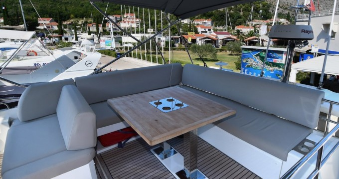 Hire Motorboat with or without skipper Jeanneau Komolac