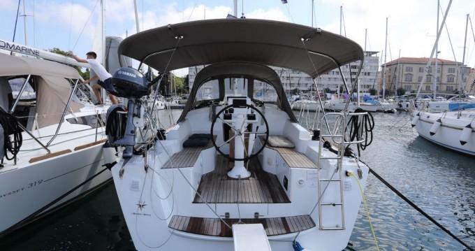 Boat rental Jeanneau Sun Odyssey 319 in Pula on Samboat