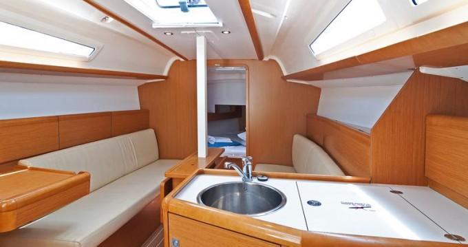 Rental yacht Split - Jeanneau Sun Odyssey 33i on SamBoat