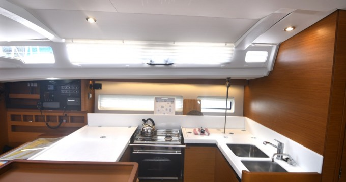 Rental Sailboat in Komolac - Jeanneau Sun Odyssey 440