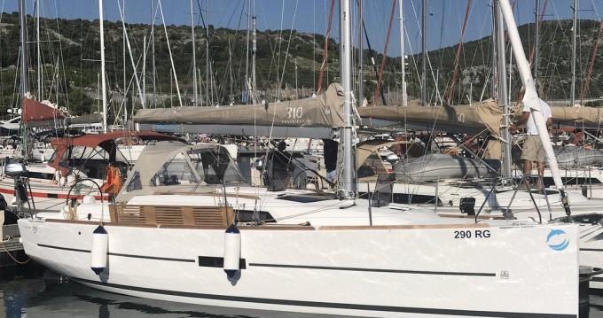 Boat rental Dufour Dufour 310 in Primošten on Samboat