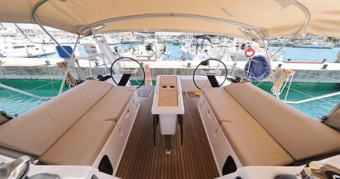 Boat rental Dufour Dufour 430 GL in Biograd na Moru on Samboat
