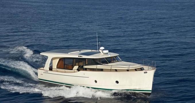 Boat rental Greenline Greenline 40 in Biograd na Moru on Samboat