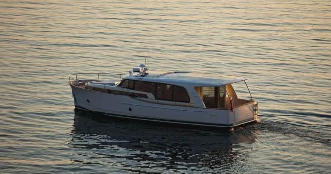 Rental yacht Biograd na Moru - Greenline Greenline 40 on SamBoat