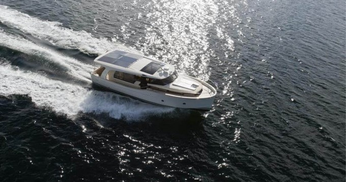 Rental Motorboat in Biograd na Moru - Greenline Greenline 40