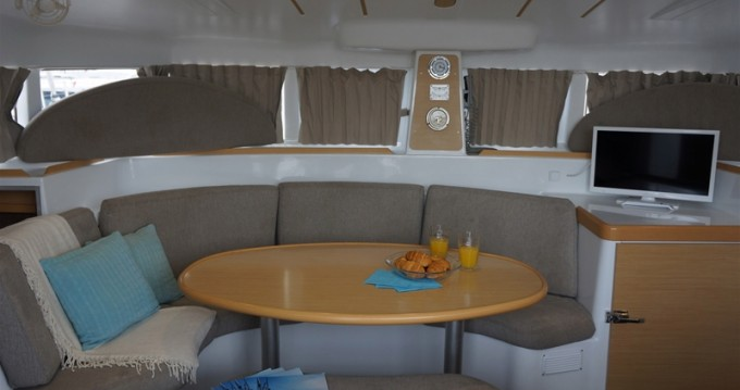 Rental Catamaran in Gouvia - Lagoon Lagoon 380 S2