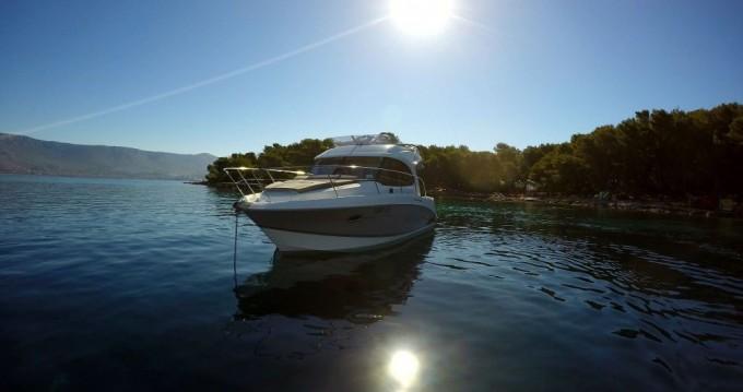 Rental Motorboat in Split - Bénéteau Antares 30