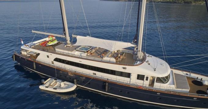 Boat rental Split cheap M/S Dalmatino