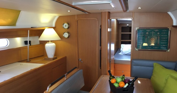 Jeanneau Sun Odyssey 44i between personal and professional Alimos