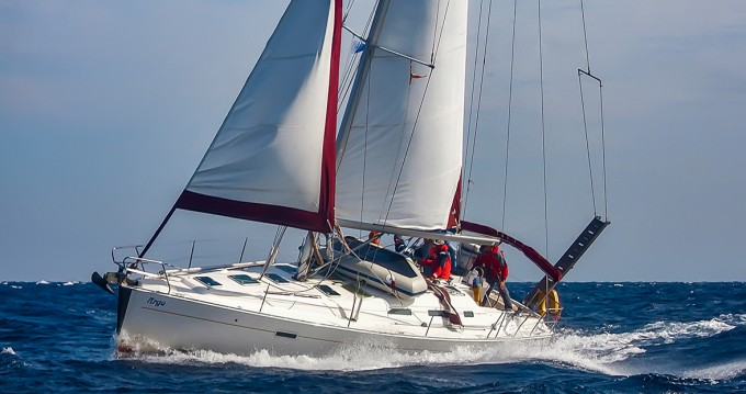 Hire Sailboat with or without skipper Bénéteau Syros (Island)